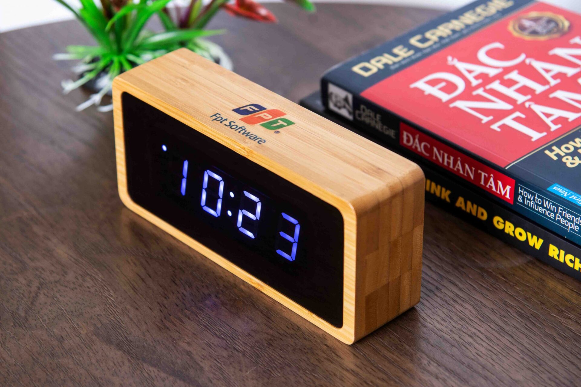 đồng hồ gỗ cao cấp để bàn