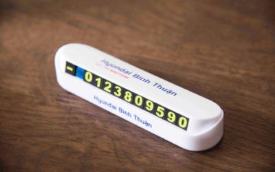 bảng ghi số điện thoại trên xe ô tô
